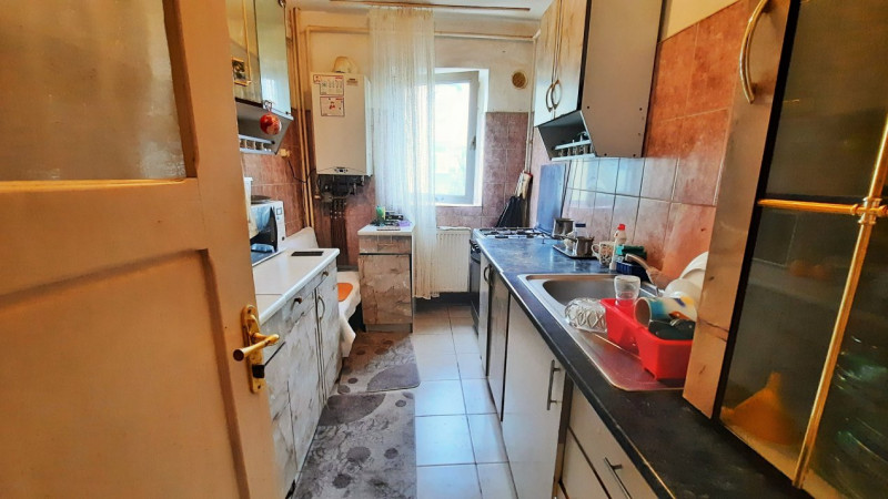 Comision 0 - Apartament 3 camere central, etaj 3, in Targoviste