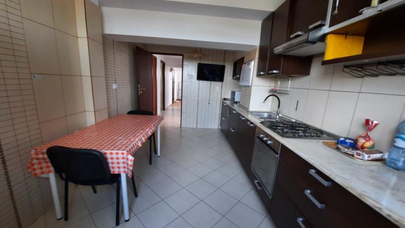 Inchiriere apartament în vilă lângă McDonalds în Târgoviște
