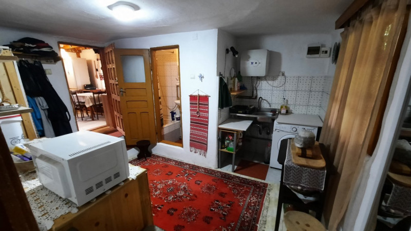 COMISION 0-Vanzare casă rustică în Voinești, jud. Dâmbovița