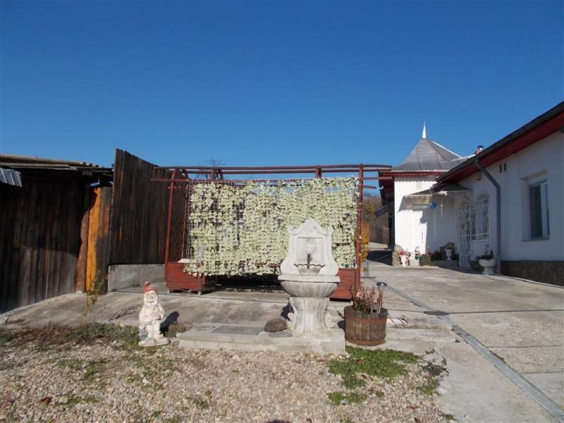 Vanzare casa in comuna Razvad sat Razvadul de Jos jud. Dambovita