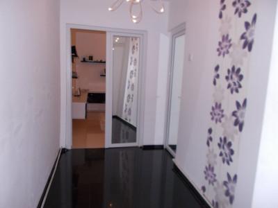 COMISION 0-Vanzare apartament 3 camere, confort 2, micro 11 Targoviste